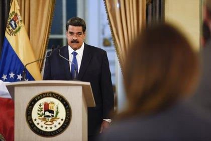 El dictador Nicolás Maduro recibió un nuevo golpe por parte de los Estados Unidos que lo debilita aún más y lo deja cada vez más solo en el escenario internacional (Bloomberg)