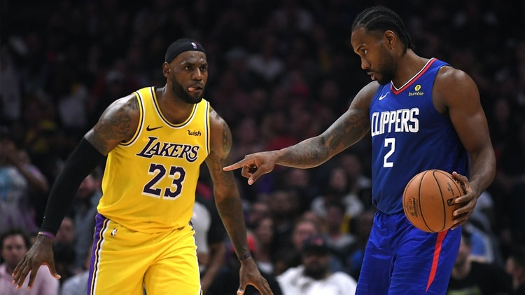 Kawhi Leonard y LeBron James lucharán por ser el MVP de la temporada (Harry How/Getty Images/AFP)