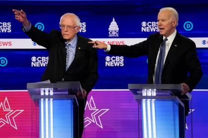 Bernie Sanders y Joe Biden, los posibles contendientes a la nominación del partido demócrata. Foto: REUTERS/Jonathan Ernst