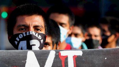 Manifestación 43 Ayotzinapa 6 años (Foto: EFE)