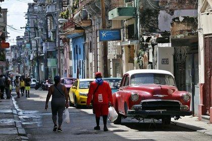 La capital cubana, cuya situación epidemiológica sigue siendo compleja por la cantidad de casos y la fuerte dispersión del coronavirus (EFE/ Ernesto Mastrascusa/Archivo)