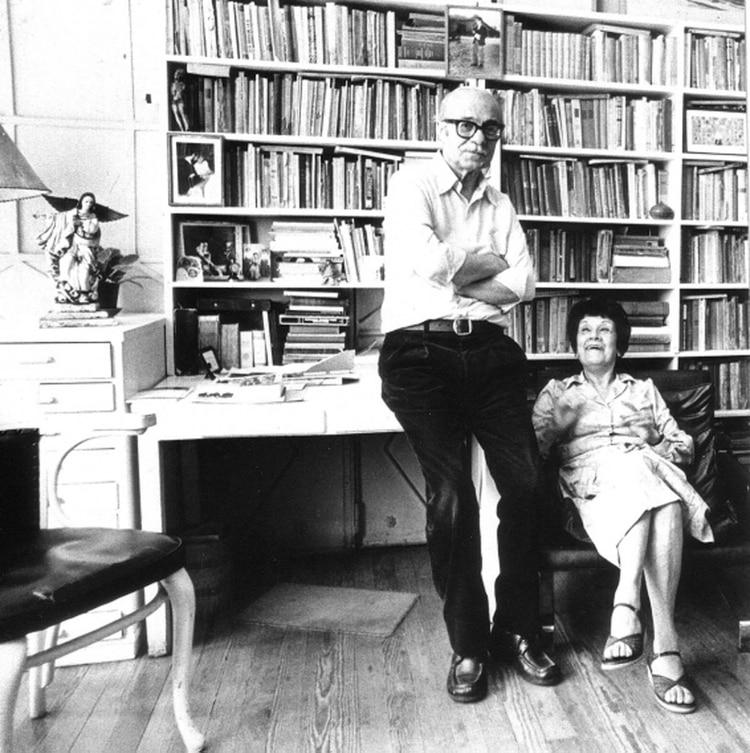 Ernesto Sabato junto a su mujer, Matilde Richter en su casa de Santos Lugares