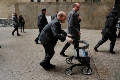 Harvey Weinstein entrando a una corte en Nueva York.  REUTERS/Lucas Jackson