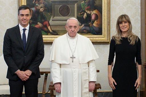 24/10/2020 El presidente del Gobierno, Pedro Sánchez, se ha reunido por primera vez con el Papa Francisco, en el Vaticano, acompañado por su esposa Begoña Gómez. A 24 de octubre de 2020, en el Vaticano SOCIEDAD VATICAN NEWS
