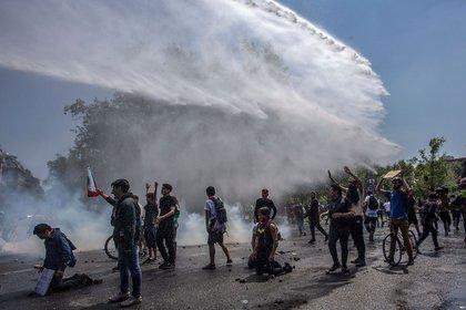 Manifestantes en las calles de Santiago (Foto: Claudio Reyes/ AFP)