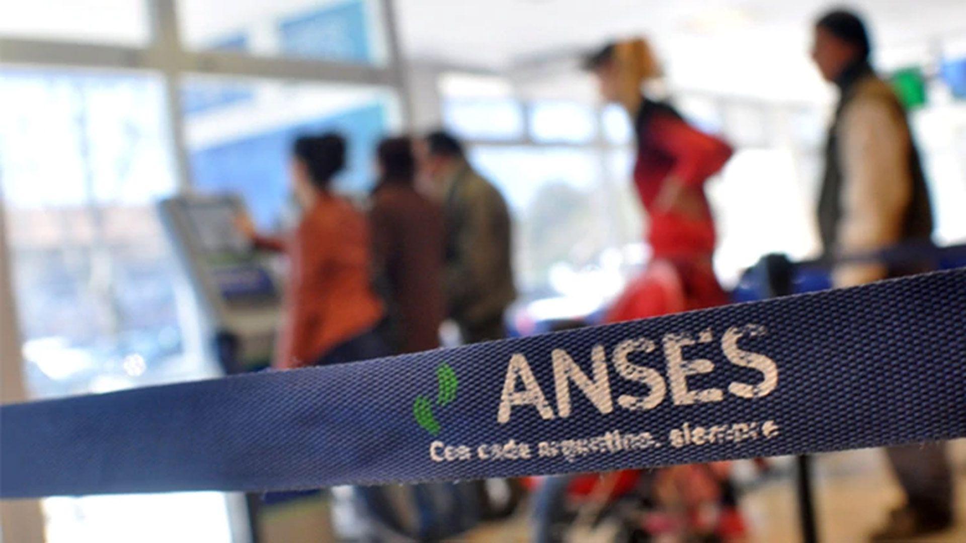 Una oficina de Anses, la agencia previsional convertida en principal herramiento de polìtica social del gobierno