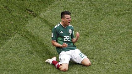 (Reuters) Lozano, el autor del gol de la victoria