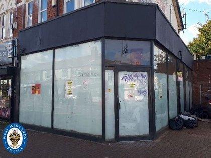 Smith y Daka abrieron un restaurante en Bearwood High Street para lavar su efectivo, dijo la policía de West Midlands.