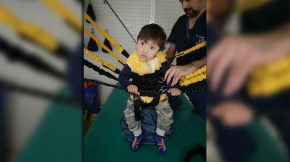 El futuro de Noah depende un tratamiento en Carlos paz. El tratamiento se llama Thera Suit. Cuesta 240.000 pesos anuales y es de neurorehabilitacion.