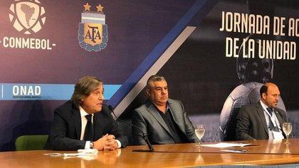 """Donato Villani, junto a """"Chiqui"""" Tapia, presidente de AFA (@DrVillani)"""