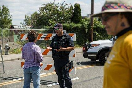 La policía restringió el paso de manifestantes, que debieron cambiar el lugar de la protesta (AP)