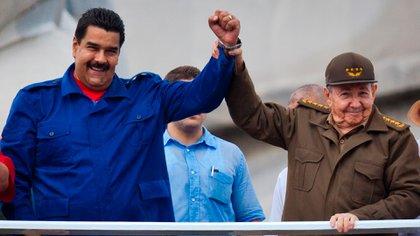 El régimen cubano es el principal sostén del dictador Nicolás Maduro