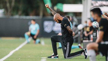 La protesta de Thierry Henry por la muerte de George Floyd (@MLSes)