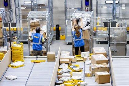 Almacén de distribución de DHL (Foto: EFE/EPA/KOEN VAN WEEL/Archivo)