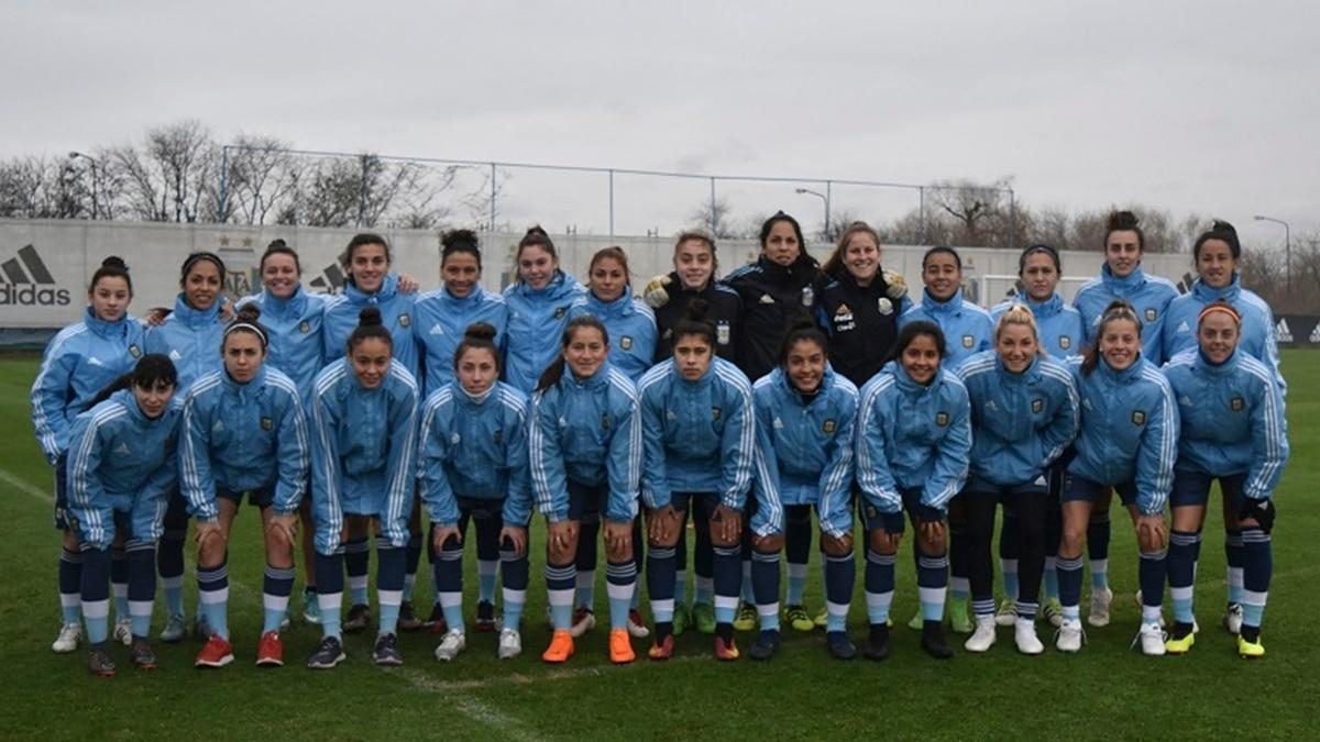ffd839a1400ed La selección femenina de fútbol se entrena por el sueño Mundial  quiénes  son sus 26 jugadoras - Infobae