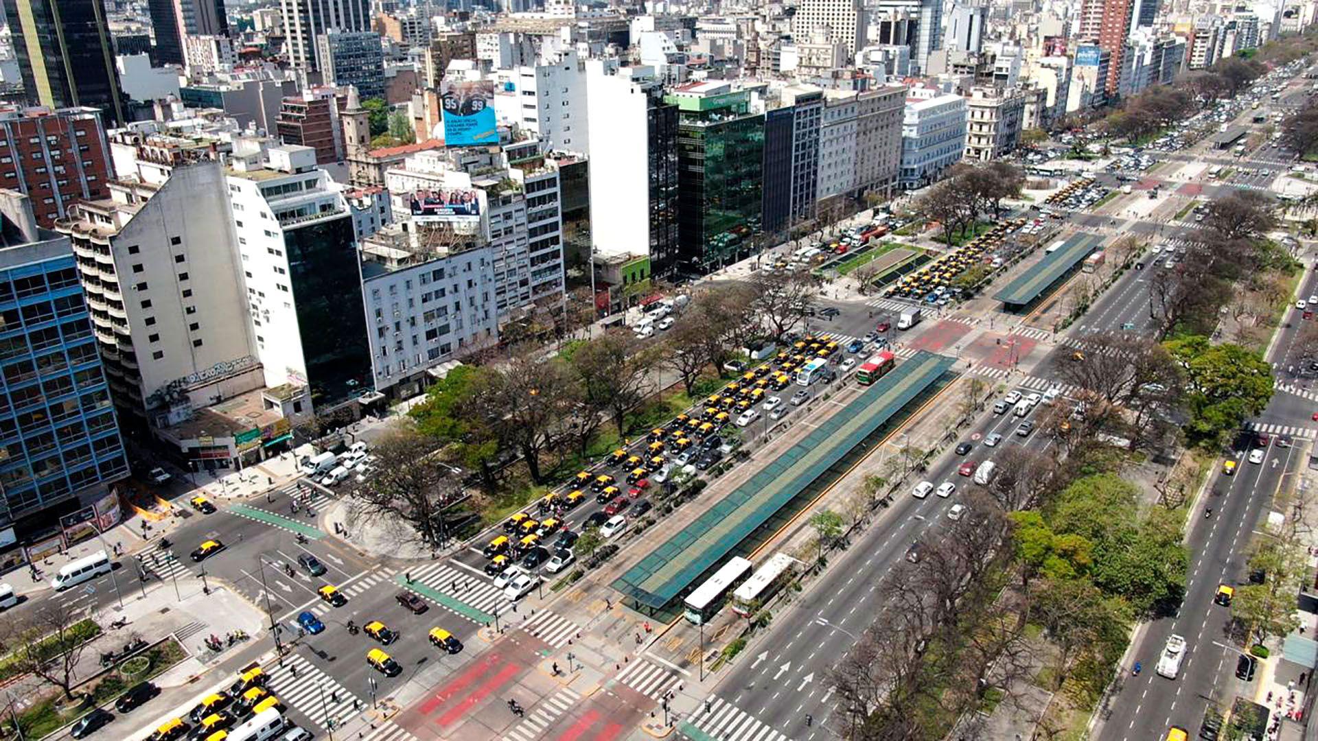 La caravana se dirige a la zona del Obelisco (fotos: Thomas Khazki)