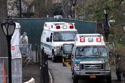 Las autoridades instalaron un hospital de emergencia en el Central Park (REUTERS/Mike Segar)