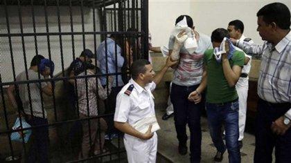 La policía de Egipto usa aplicaciones de citas para detener a miembros de la comunidad LGBT