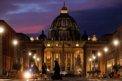 La Basílica de San Pedro, en el Vaticano. REUTERS/Guglielmo Mangiapane/File Photo