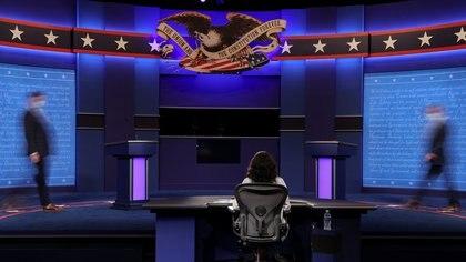 La moderadora Kristin Welker en la previa del segundo y último debate antes de las elecciones presidenciales de EEUU.  REUTERS/Jonathan Ernst