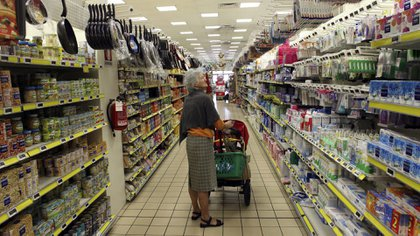 Argentina lucha contra la alta inflación, problema superado por la mayoría de la región. (Reuters)