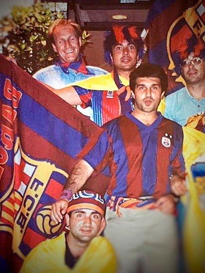 Laporta de joven celebrando la primera Champions del Barcelona (Foto: @jlaportaoficial)