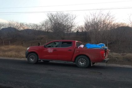 Las autoridades de Michoacán reportaron el hallazgo de 12 cuerpos abandonados en una camioneta (Foto: Twitter/red113michoacan)