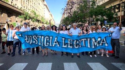 Miembros de Justicia Legítima durante la asunción de Alberto Fernández (foto: Facebook Justicia legítima)