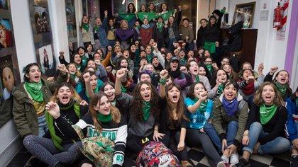 Adolescentes de secundarios juntaron firmas a favor de la despenalización (Martín Rosenzveig)