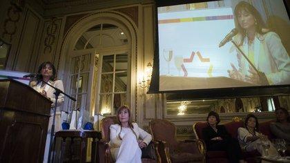 Más de 150 personas se acercaron hasta el Hotel Alvear para escuchar los seis testimonios (Adrián Escandar)