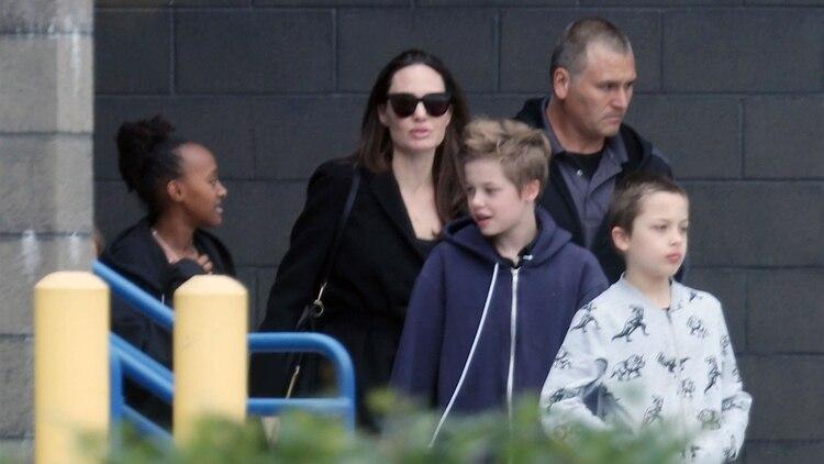 Un juez ordenó que Angelina Jolie deberá darle más visitas a Brad Pitt con sus hijos (Foto: Grosby Group)