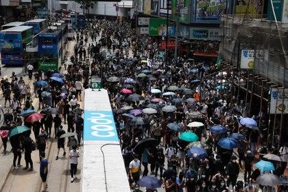 Manifestantes marchan contra los planes de China de imponer una legislación de seguridad nacional en Hong Kong (Reuters)