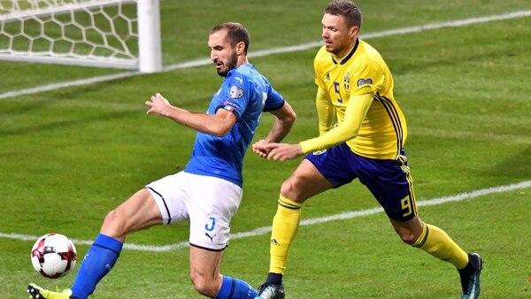 Giorgio Chiellini, de 33 años, fue partícipe de la eliminación de Italia ante Suecia (Reuters)