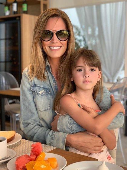 Viviana con su hija, Martina (@vivianacanosaok)