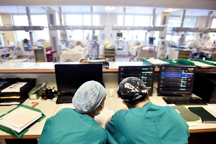 Italia, el país más afectado por el coronavirus, está registrando cifras que confirman que se está conteniendo la propagación del virus (REUTERS/Flavio Lo Scalzo)