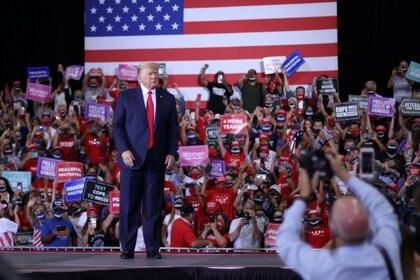En el evento de este domingo en Henderson, suburbio de Las Vegas, Trump aplaudió su propio manejo de la pandemia, que ha matado a casi 195.000 estadounidenses, la cifra más elevada para un país alrededor del mundo (Reuters)