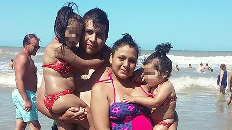 Cinthia Choque junto a su familia (Facebook: Cinthia Cyc)