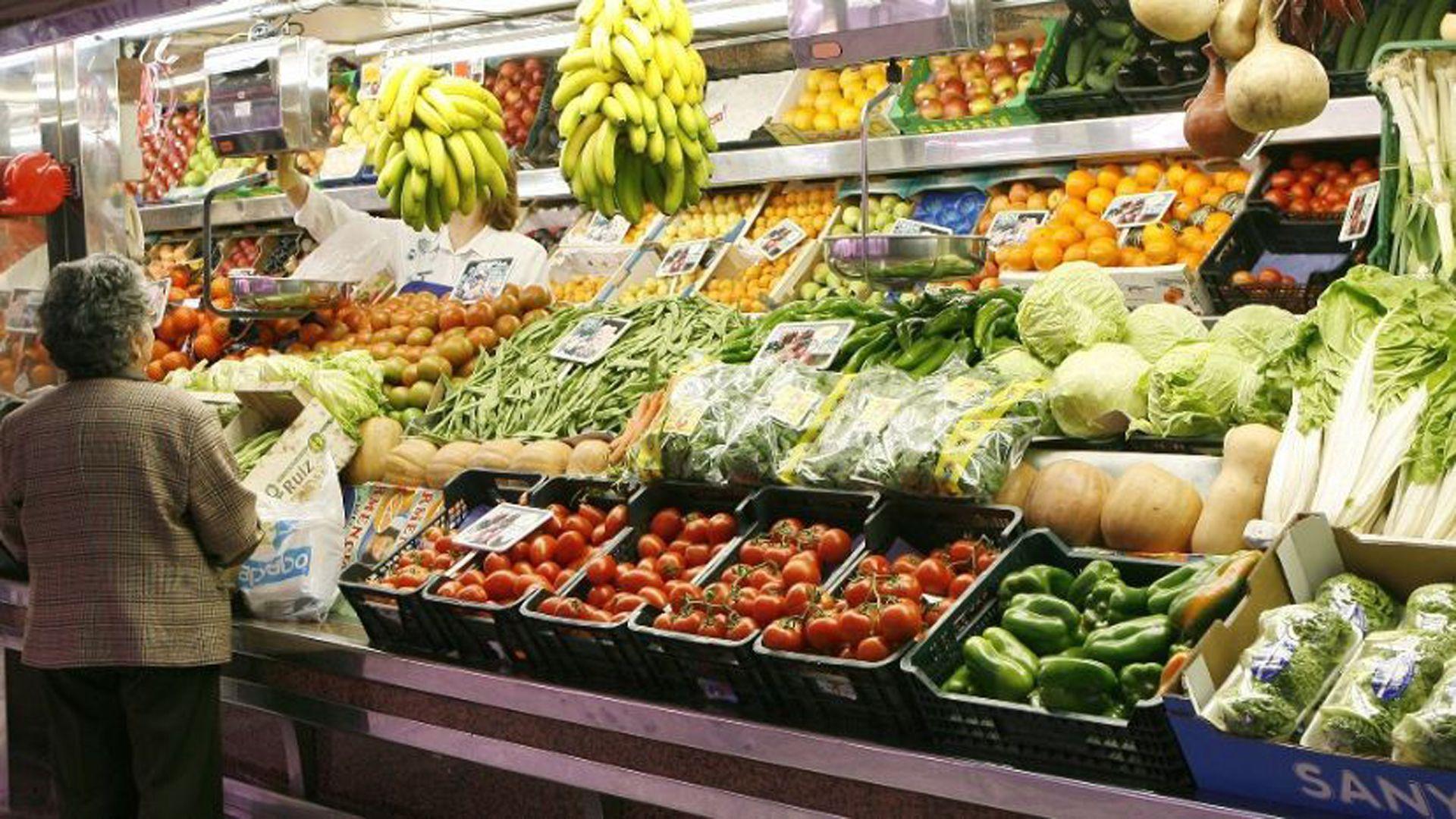 Según el informe de Came, en noviembre pasado  los consumidores pagaron 4,31  veces más de lo que cobraron quienes generan los productos.