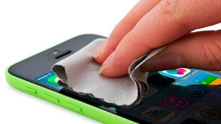 El hábito de limpiar el celular es clave también para prevenir enfermedades