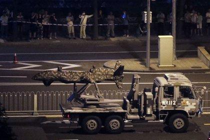 Un drone militar chjino es transportado en Beijing en preparación para el desfile militar (AP/Mark Schiefelbein)