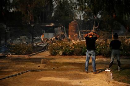 Un hombre lamenta la situación. (REUTERS/Eric Thayer)
