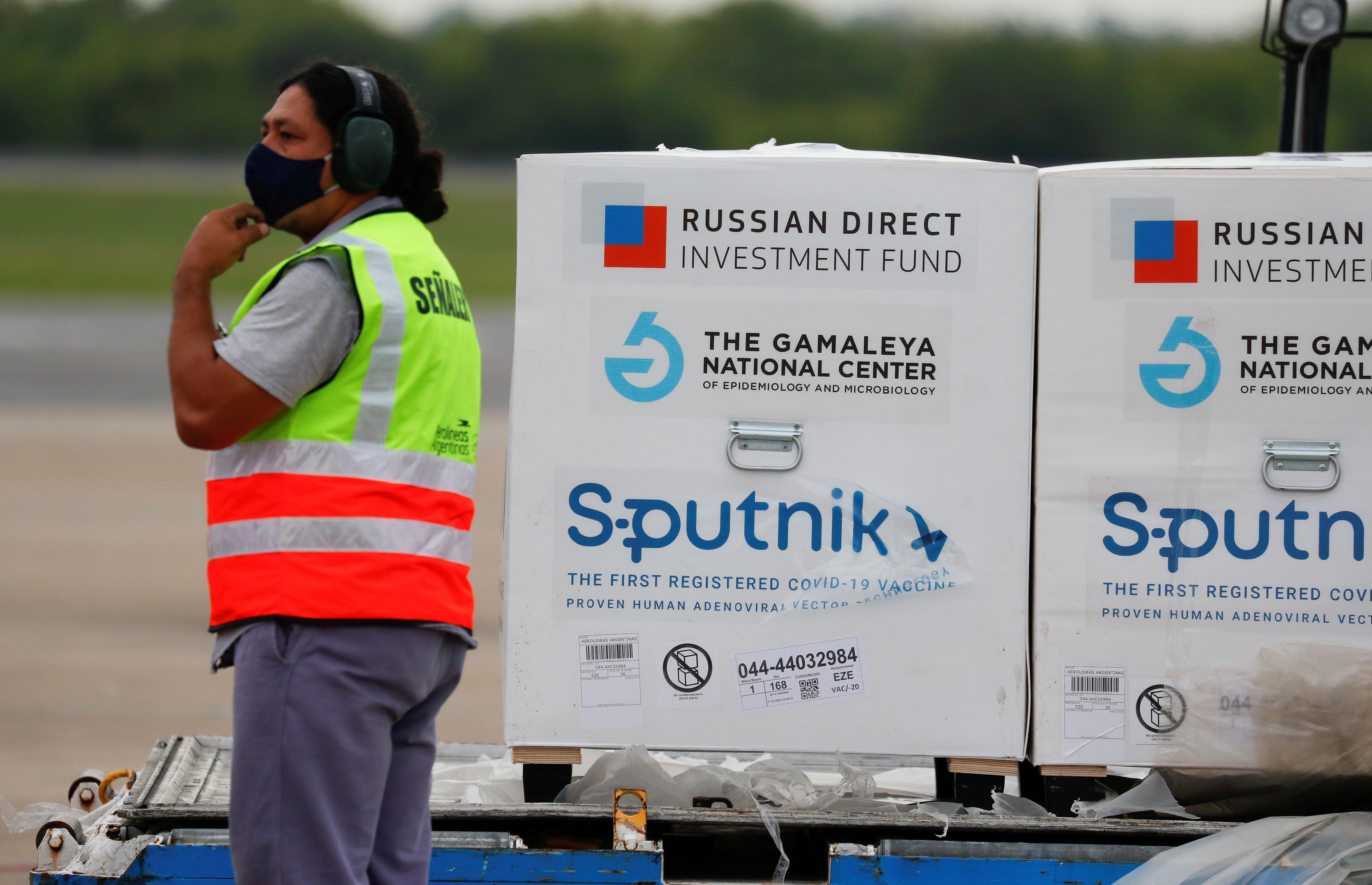 Las vacunas Sputnik V son las que más cantidad posee Argentina (REUTERS/Agustin Marcarian/File Photo)