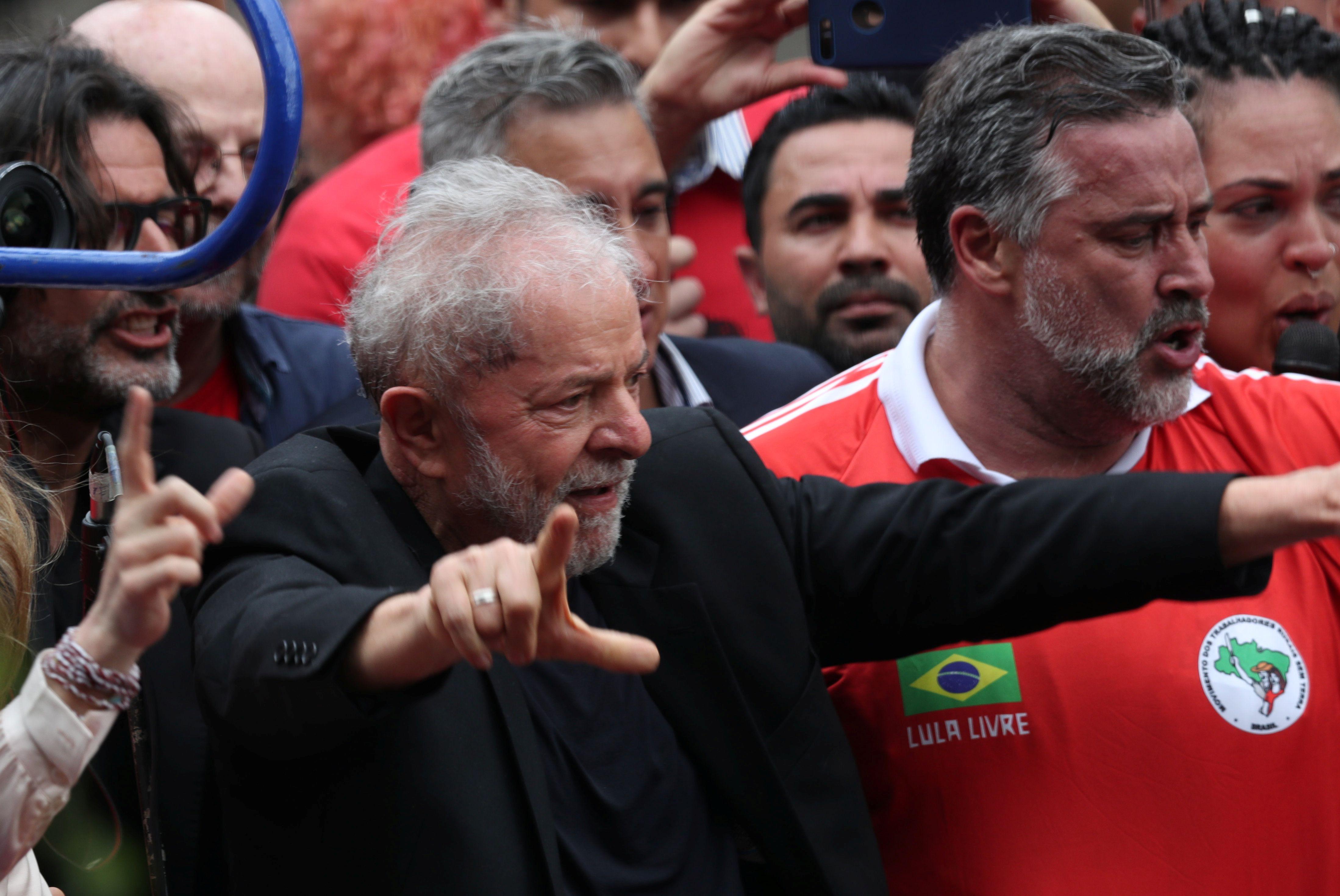 Former Brazilian President Luiz Inacio Lula da Silva arrives to deliver a speech after being released from prison, in Sao Bernardo do Campo, Brazil November 9, 2019. REUTERS/Amanda Perobelli