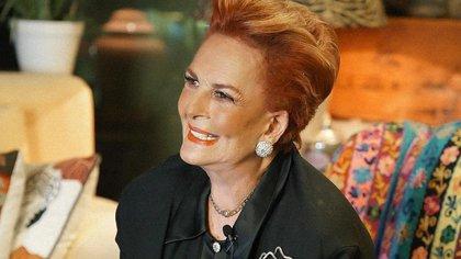 Talina Fernández se tatuó por primera vez a sus 76 años en su programa en vivo