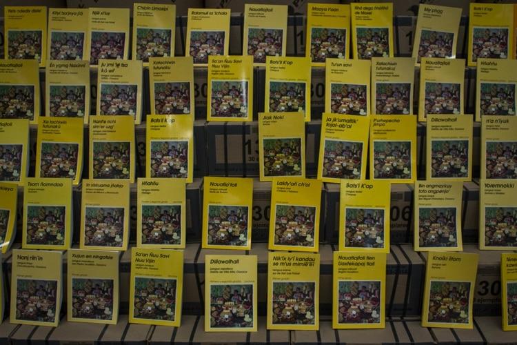 Libros te texto en lenguas indígenas (Foto: cuartoscuro.com)