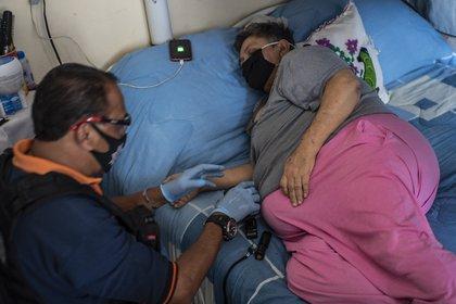 Revisión de una paciente en estado de México (AFP)