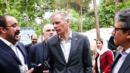 """Rob Macaire, el embajador británico en Tehrán, fue considerado """"persona non-grata"""" por la justicia iraní. (Twitter: @HMATehran)"""