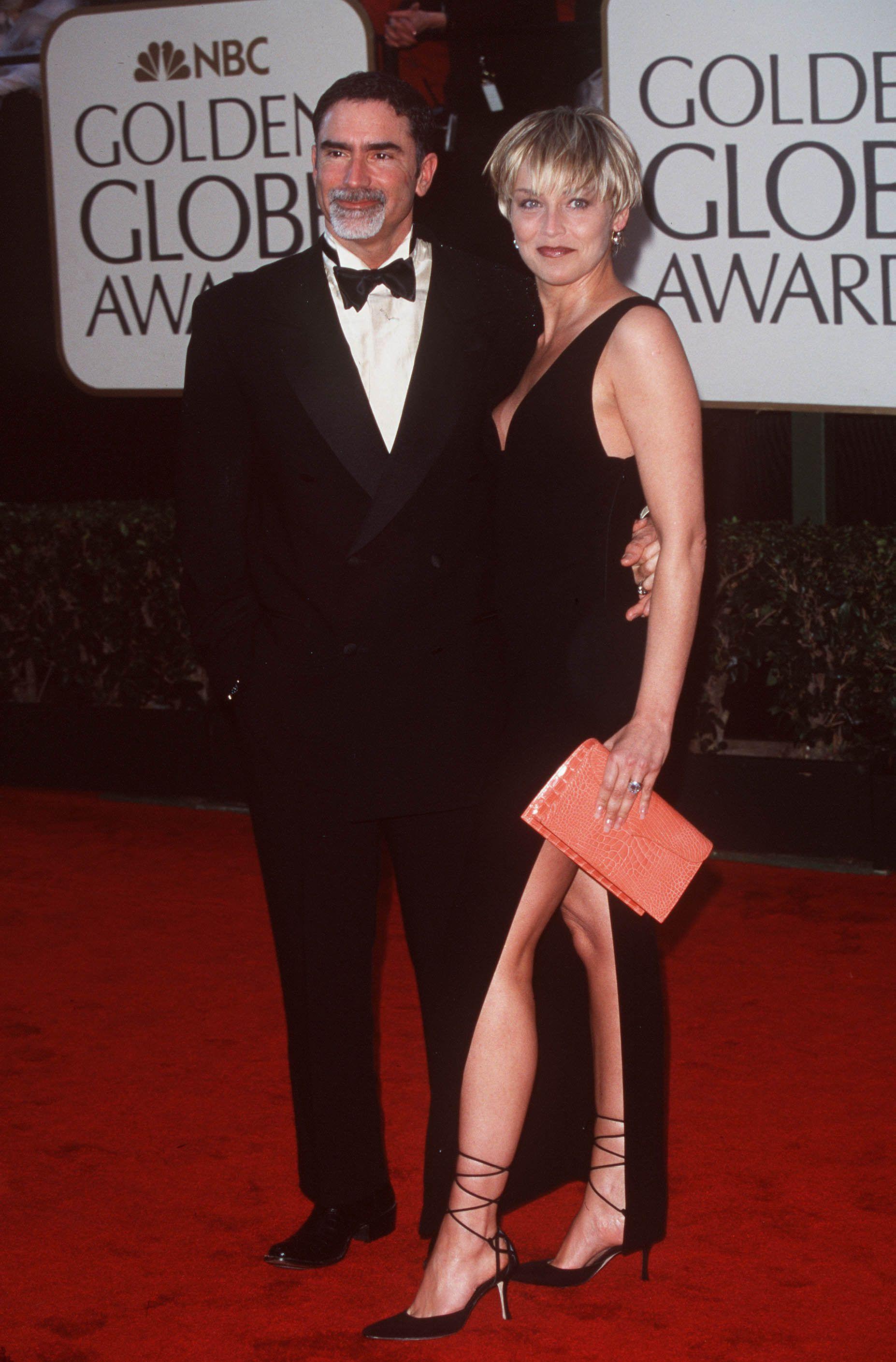 La actriz Sharon Stone y el periodista Phil Bronstein llevaban nueve meses juntos cuando sorprendieron al mundo con el anuncio de su casamiento (The Grosby Group)
