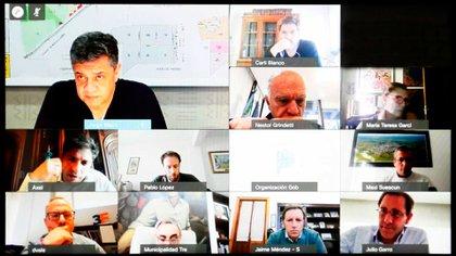 La videollamada entre Kicillof y los intendentes se desarrolló en un buen clima