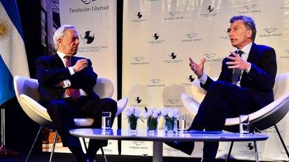 Mauricio Macri hablando junto a Mario Vargas Llosa, en el evento anual de la Fundación Libertad (Foto: Presidencia de la Nación)